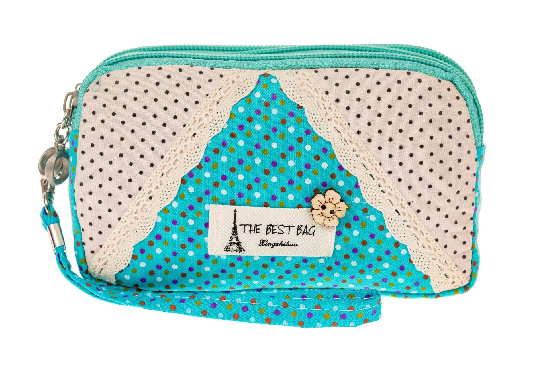 На фото 2 - Текстильная косметичка с кружевом, цвет голубой