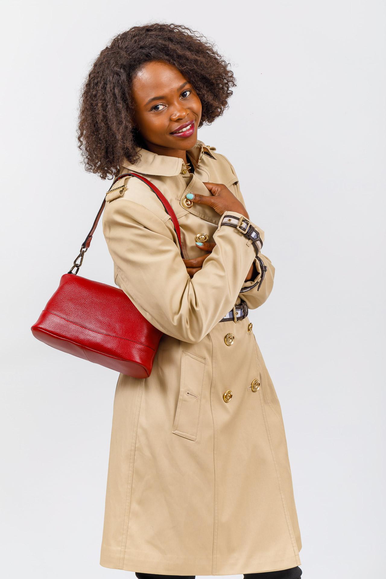 На фото 4 - Кожаная сумка багет, цвет черный
