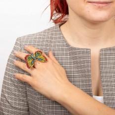 На фото 3 - Кольцо с украшением в виде бабочки