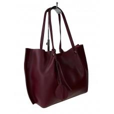 На фото 1 - Кожаная сумка с подвеской, цвет бордовый
