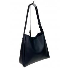На фото 1 - Женская кожаная сумка на широком ремне, цвет чёрный