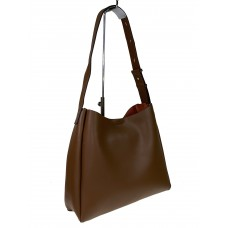 На фото 1 - Женская кожаная сумка на широком ремне, цвет коричневый