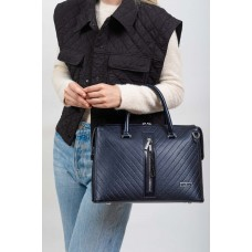 На фото 1 - Женская сумка из экокожи с подвеской, цвет тёмно-синий