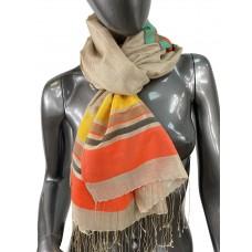 На фото 1 - Лёгкий шарф-палантин в полоску, цвет бежевый