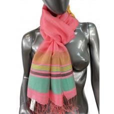 На фото 1 - Лёгкий шарф-палантин в полоску, цвет ярко-розовый