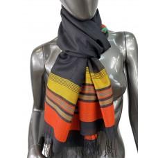 На фото 1 - Лёгкий шарф-палантин в полоску, цвет чёрный