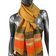 На фото 1 - Лёгкий шарф-палантин в полоску, цвет янтарный