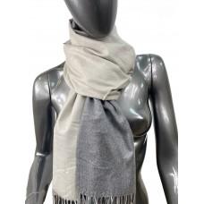 На фото 1 - Двухсторонний палантин из хлопка и шерсти, цвет светло - серый и темно-серый