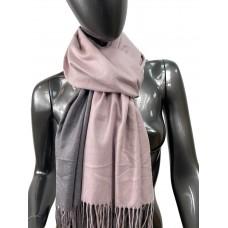 На фото 1 - Двухсторонний палантин из хлопка и шерсти, цвет светло розовый и серый