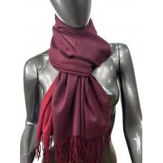 На фото 1 - Двухсторонний палантин из хлопка и шерсти, цвет бордовый и алый