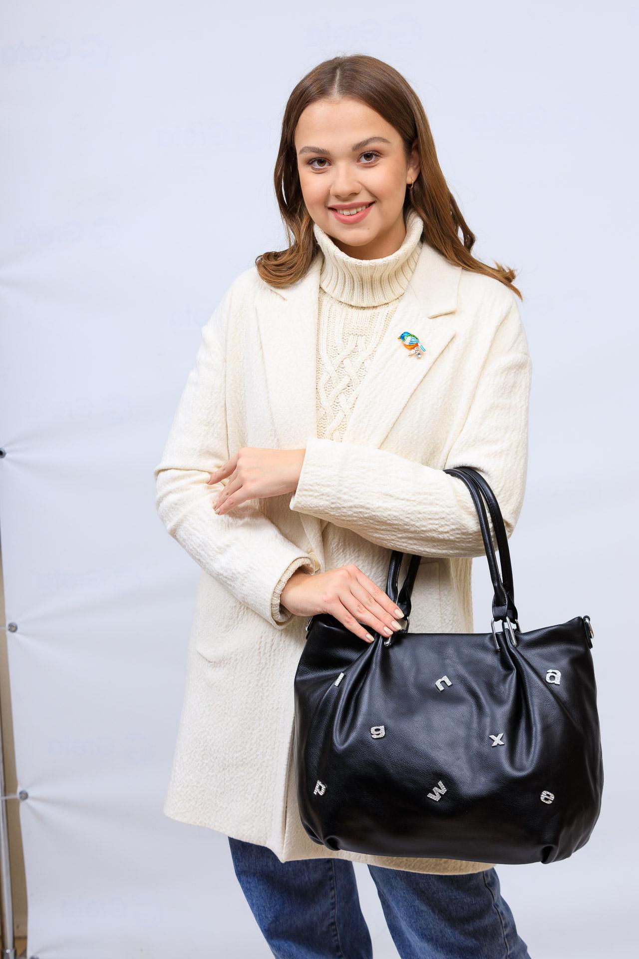 На фото 1 - Женская сумка хобо из гладкой экокожи, цвет черный