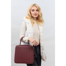 На фото 1 - Каркасная женская сумка из гладкой искусственной кожи,  бордовый