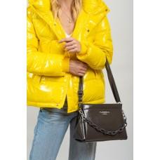 На фото 1 - Женская лаковая сумка с цепочкой, цвет графит
