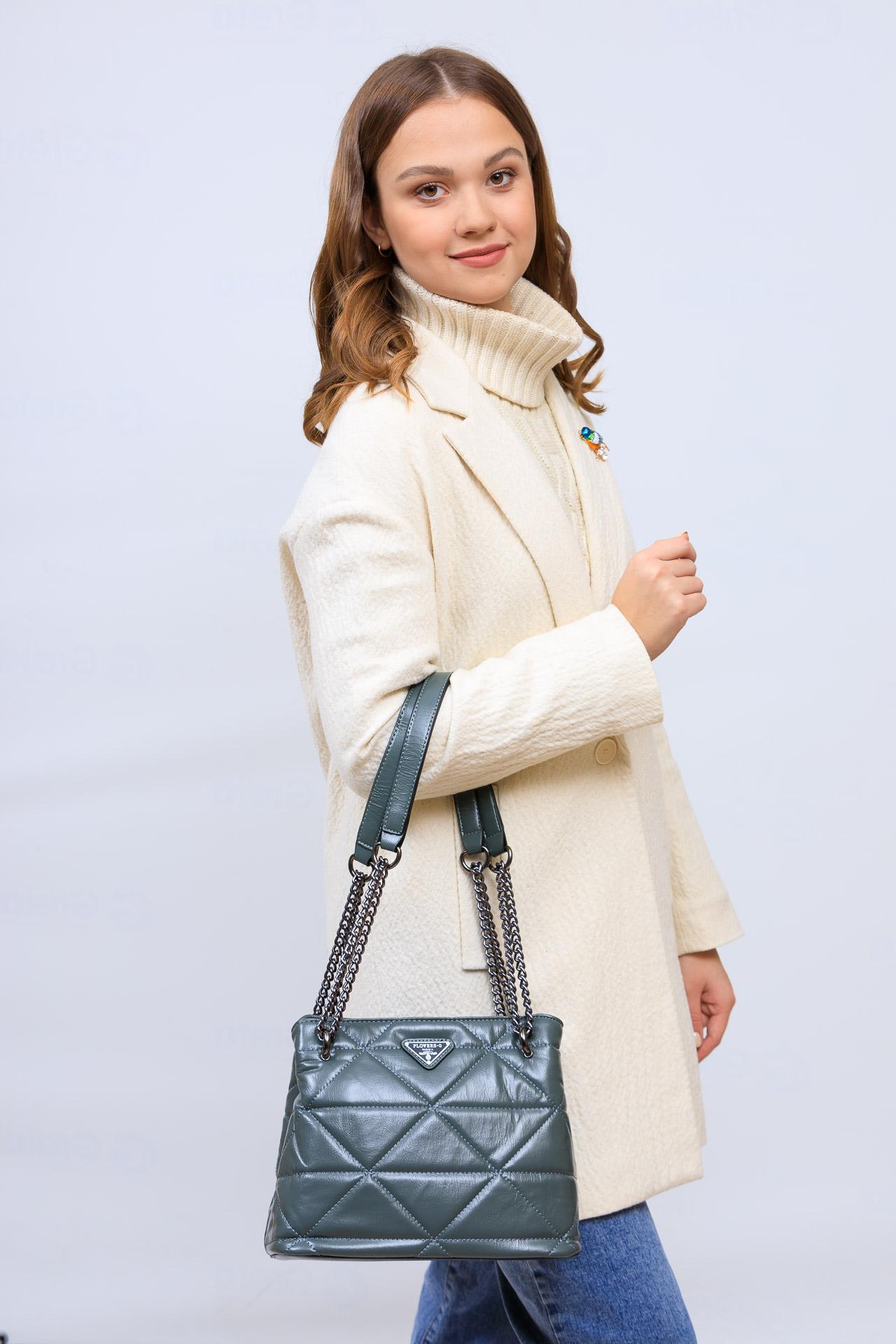 На фото 1 - Молодежная сумка из искусственной кожи,  цвет зеленый
