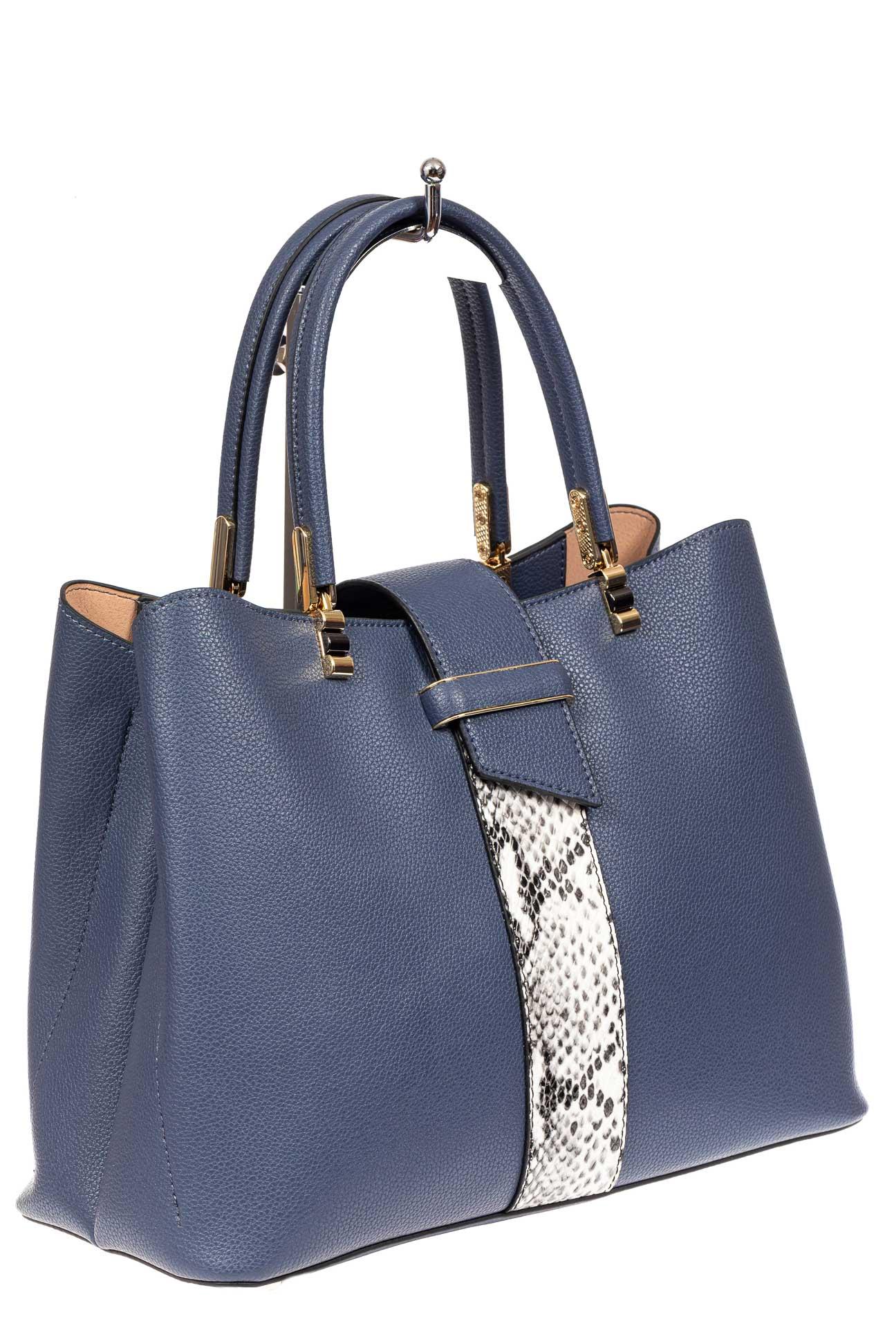 На фото 1 - Кожаная женская сумка тоут с вставкой под рептилию, цвет голубой