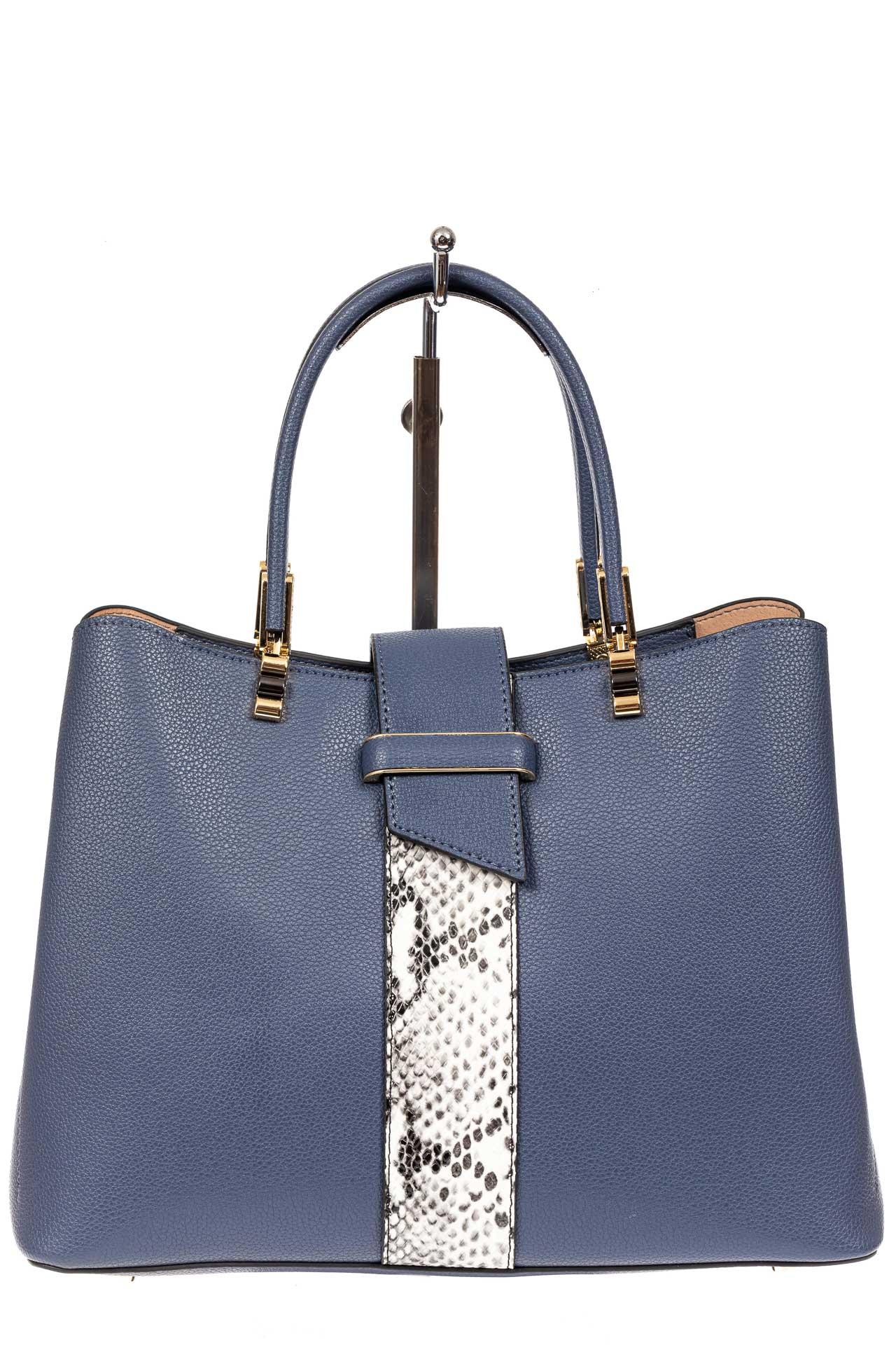 На фото 2 - Кожаная женская сумка тоут с вставкой под рептилию, цвет голубой