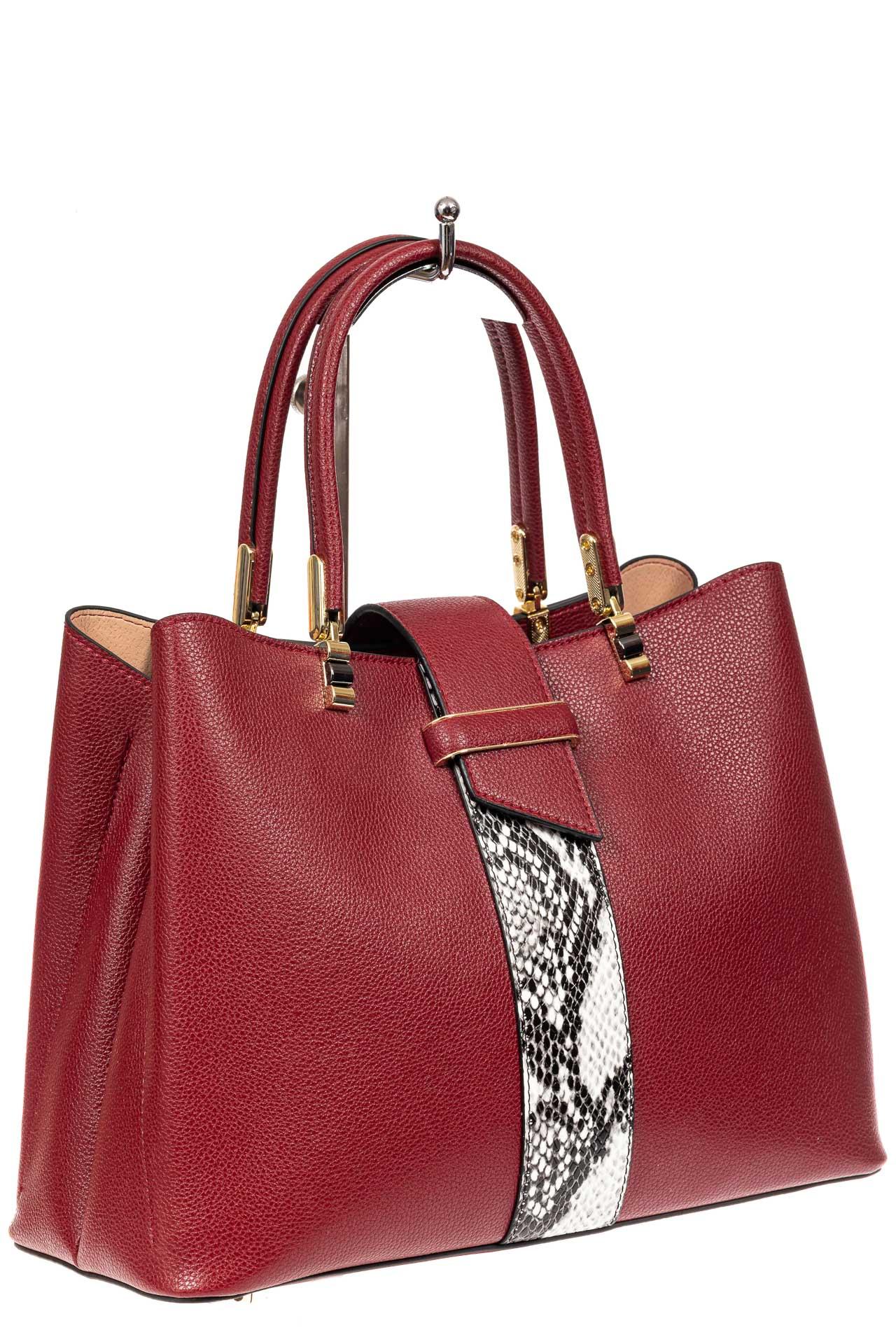 На фото 1 - Кожаная женская сумка тоут с вставкой под рептилию, цвет красный