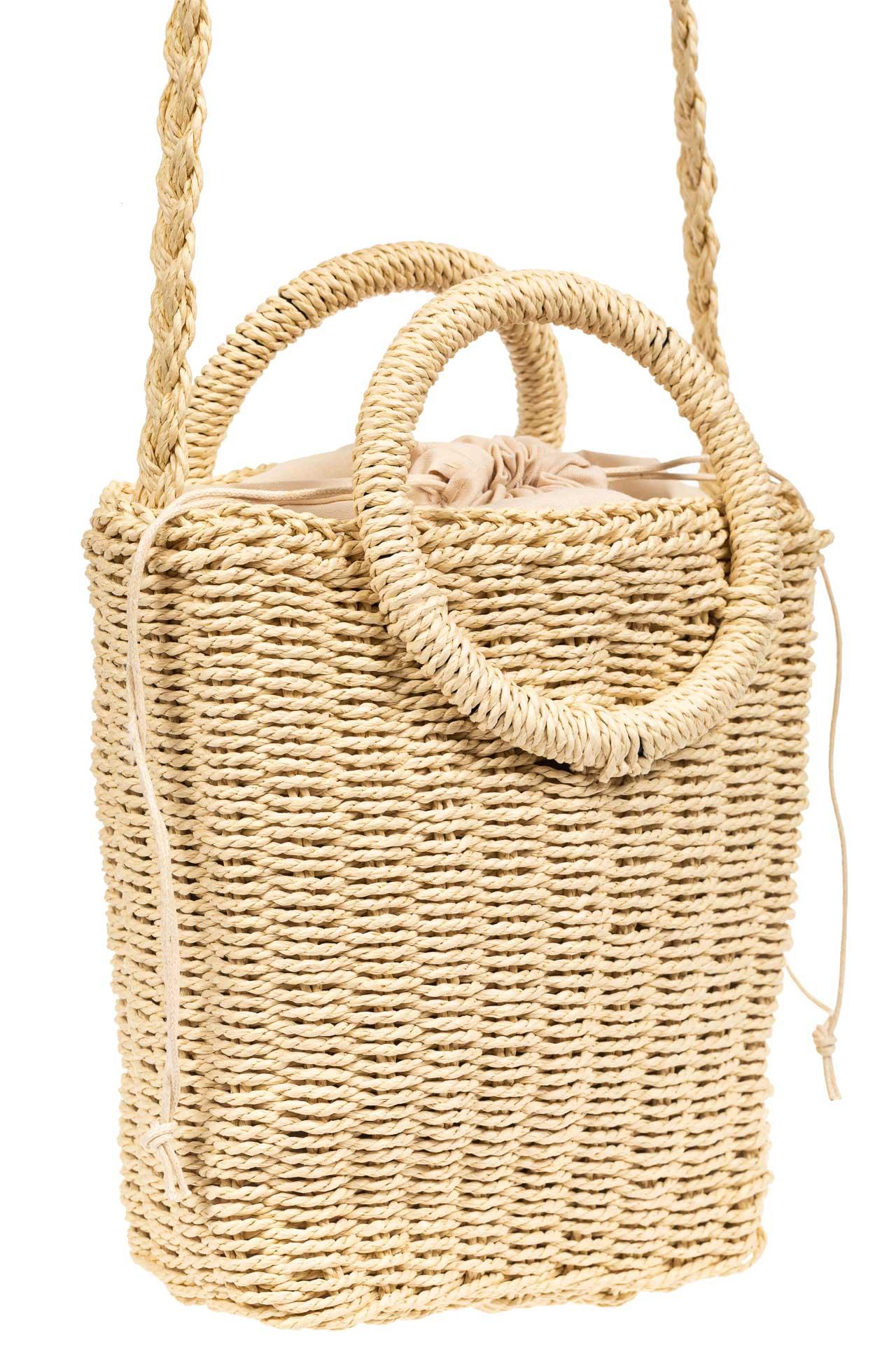 На фото 1 - Плетеная сумка из джута с круглыми ручками, цвет молочный