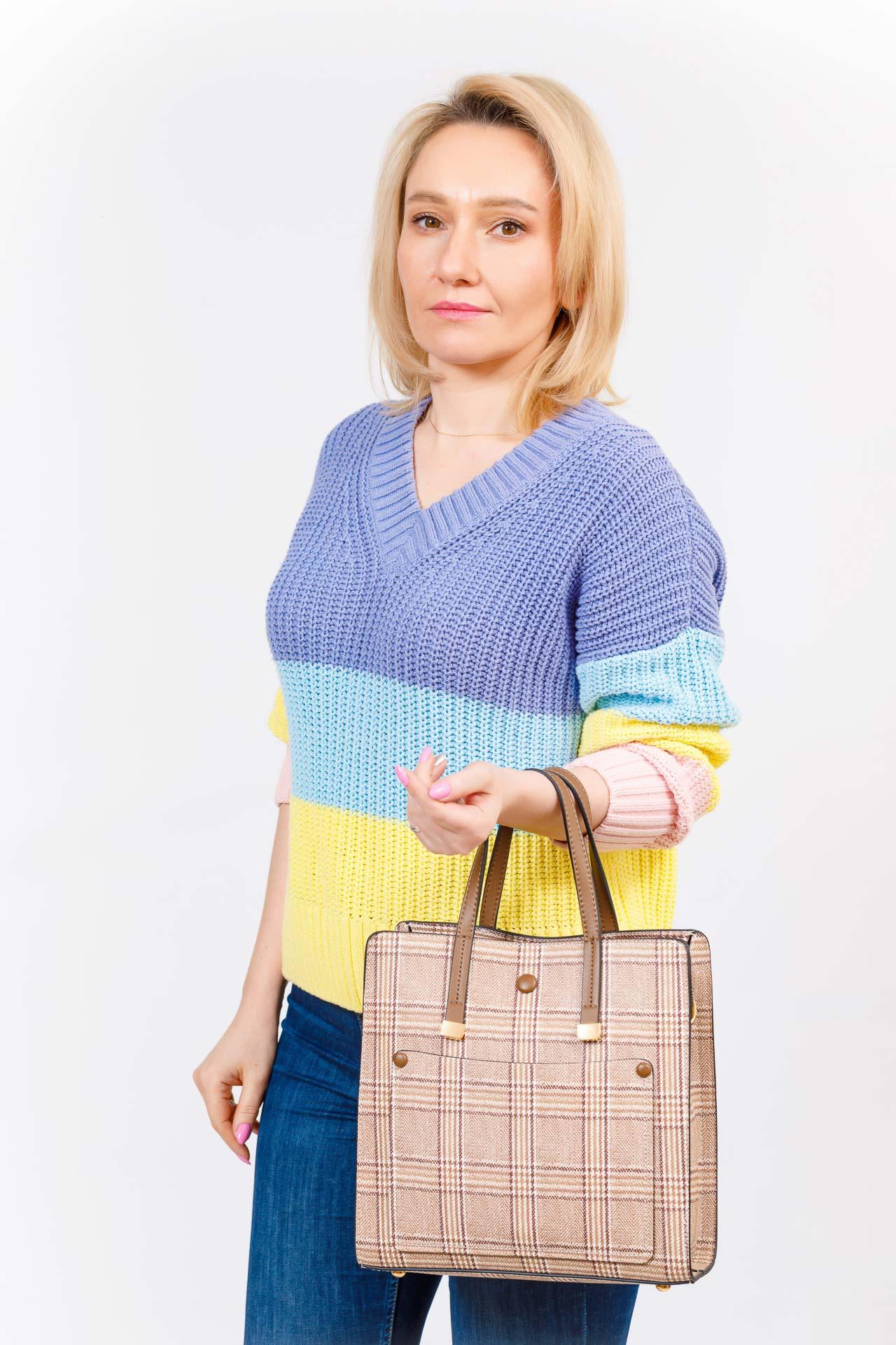 На фото 5 - Женская сумка тоут из искусственной кожи, цвет бежевый