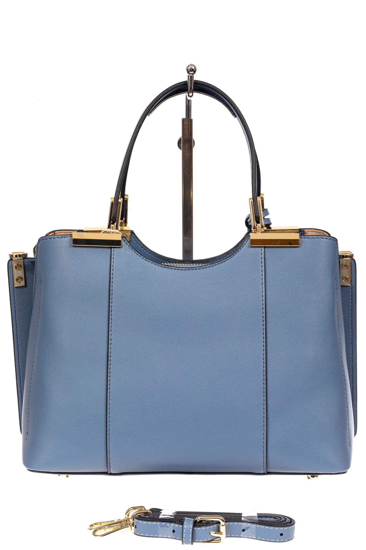 На фото 3 - Кожаная женская сумка тоут с подвеской, цвет голубой