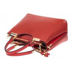 На фото 4 - Кожаная женская сумка тоут с подвеской, цвет красный