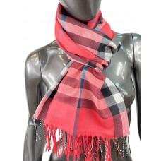 На фото 1 - Кашемировый шарф-палантин с бахромой в клетку, цвет коралловый