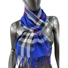 На фото 1 - Кашемировый шарф-палантин с бахромой в клетку, цвет синий
