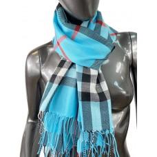 На фото 1 - Кашемировый шарф-палантин с бахромой в клетку, цвет голубой