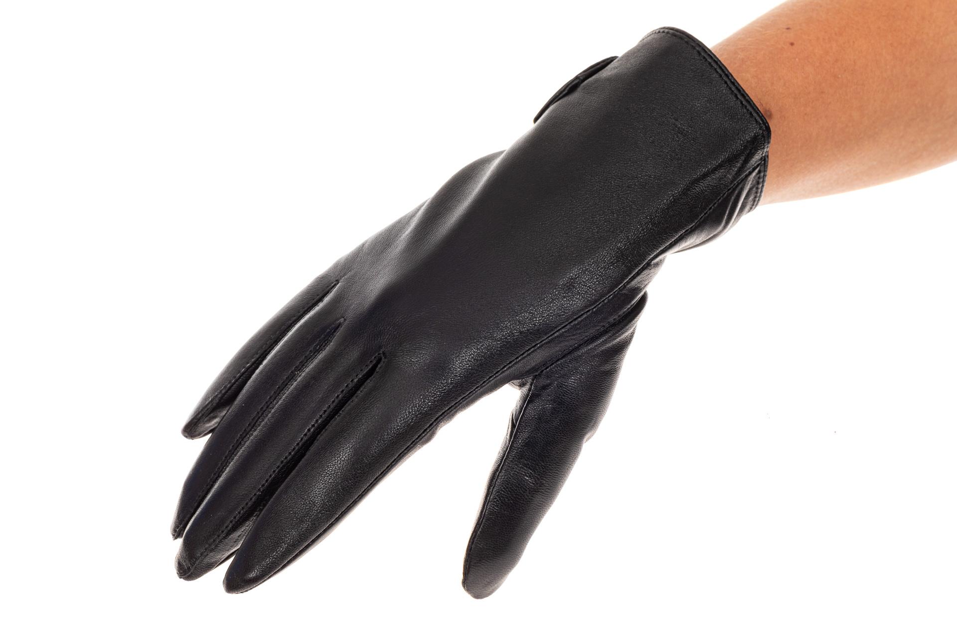 На фото 1 - Перчатки женские кожаные, подкладка флис, цвет черный