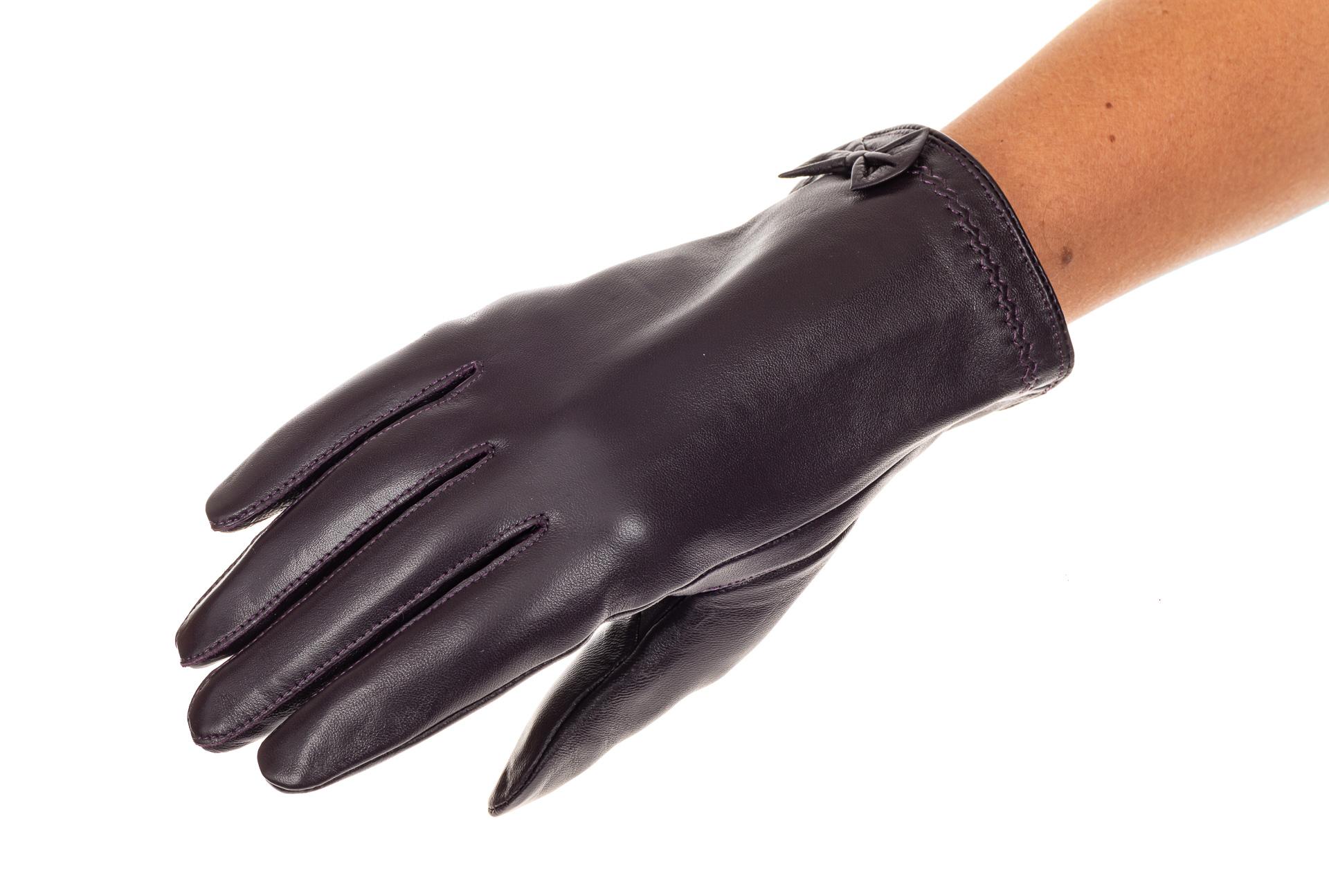 На фото 1 - Перчатки женские кожаные, цвет баклажан