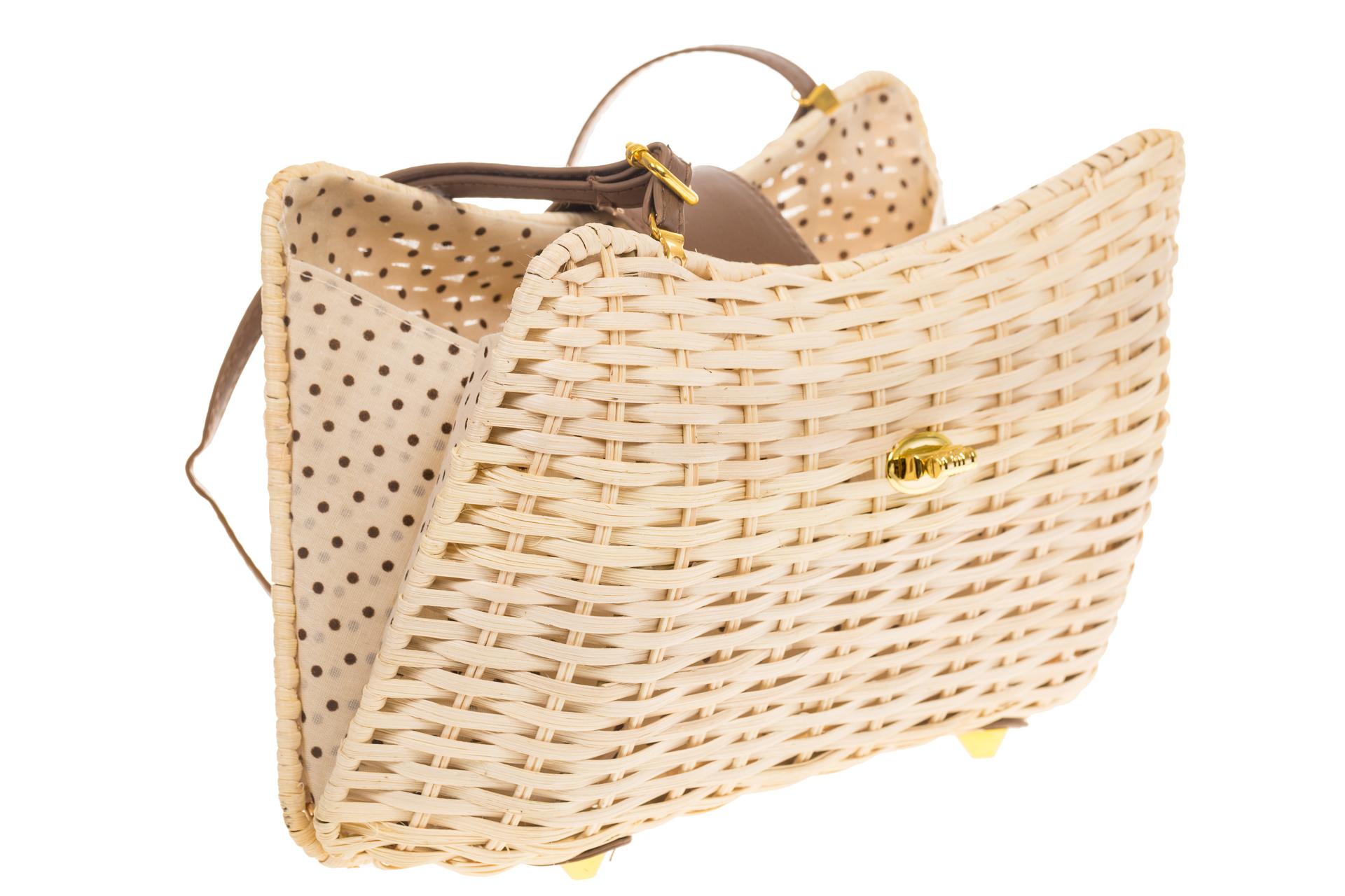 На фото 4 - Плетеная сумка из соломы с кожаной застежкой 261