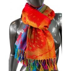 На фото 1 - Палантин из кашемира с радужной вышивкой, цвет красный