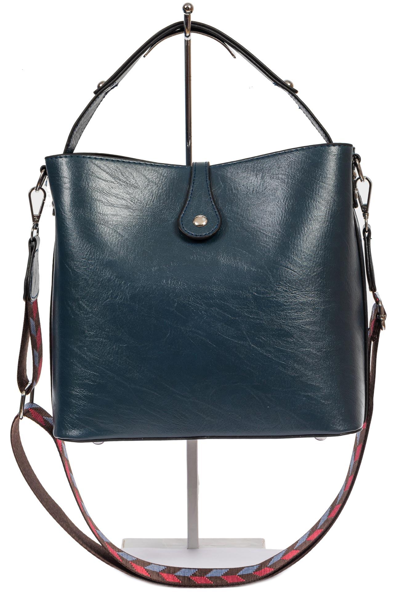На фото 3 - Женская сумка-бочонок из искусственной кожи, цвет синий