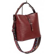 На фото 1 - Женская сумка-бочонок из искусственной кожи, цвет красный