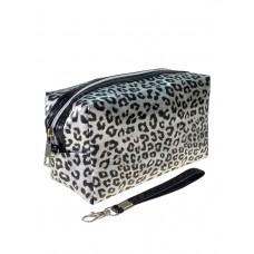 На фото 1 - Пенал-косметичка из ПВХ с леопардовым принтом, цвет серебристый