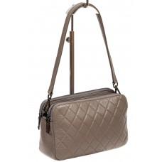 На фото 1 - Женская стёганая сумка из кожи, цвет серый