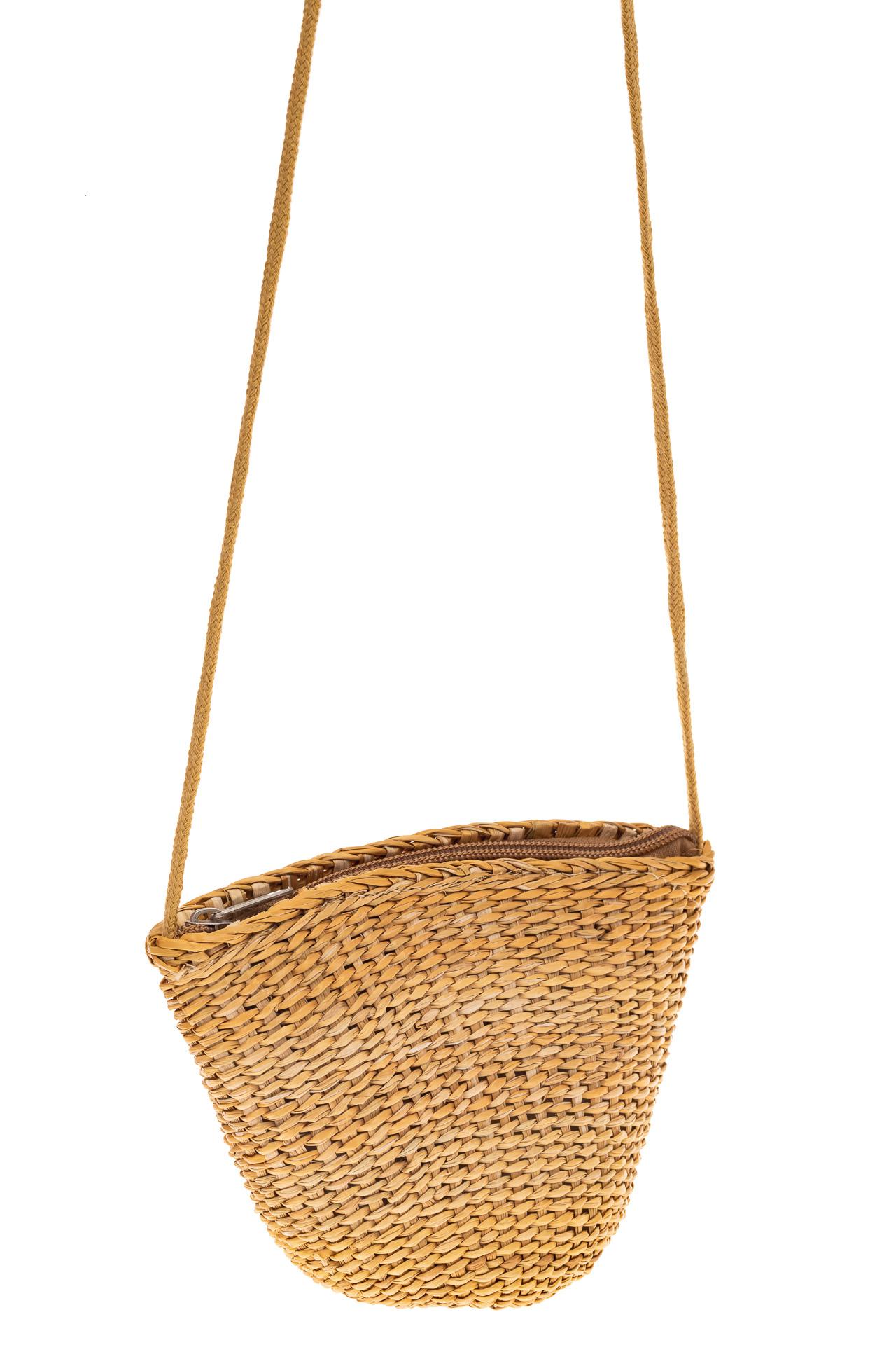 На фото 1 - Женская маленькая сумка на лето из соломки, цвет крафт