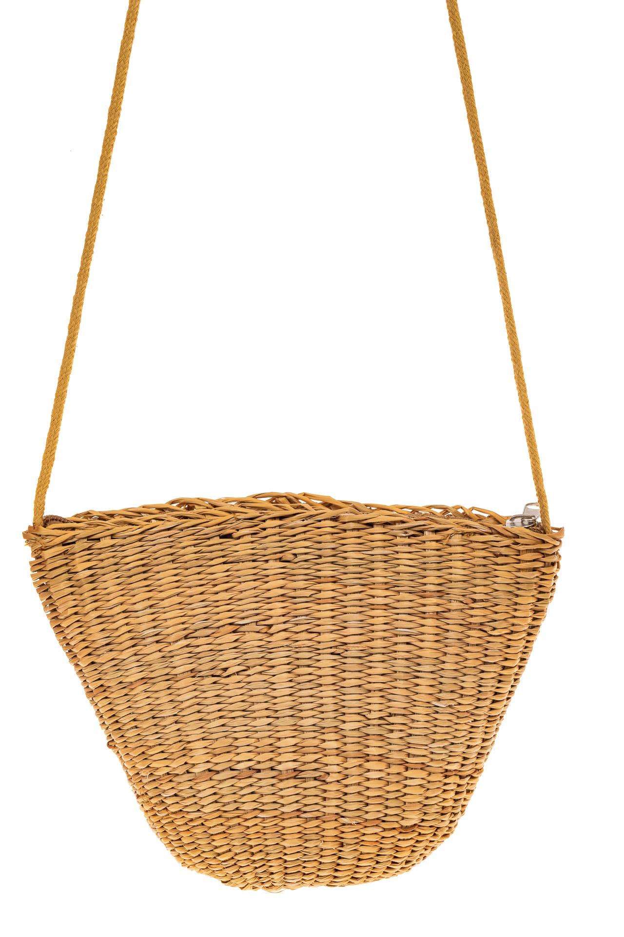 На фото 2 - Женская сумка-ведерко из соломы, цвет крафт