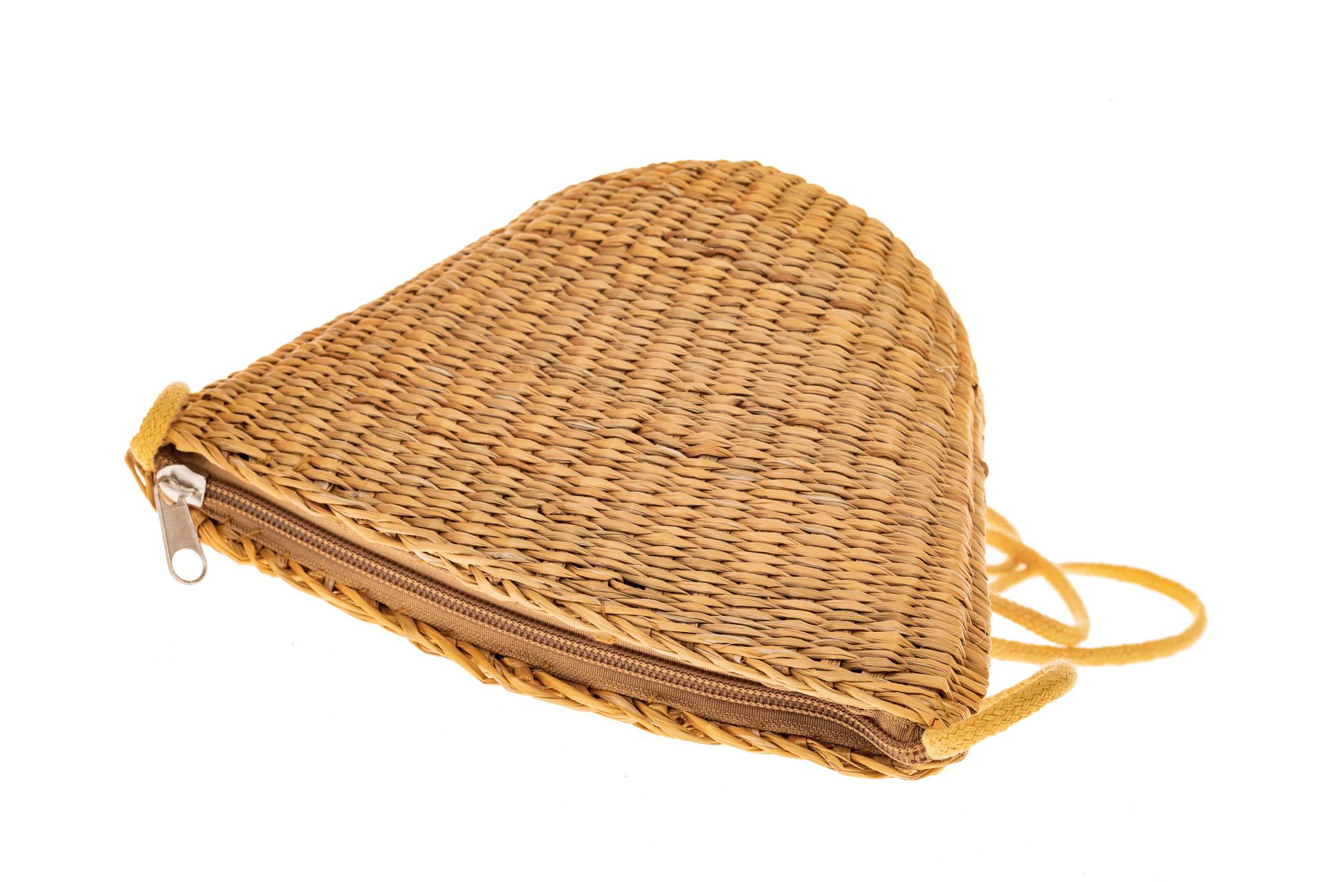 На фото 3 - Женская сумка-ведерко из соломы, цвет крафт