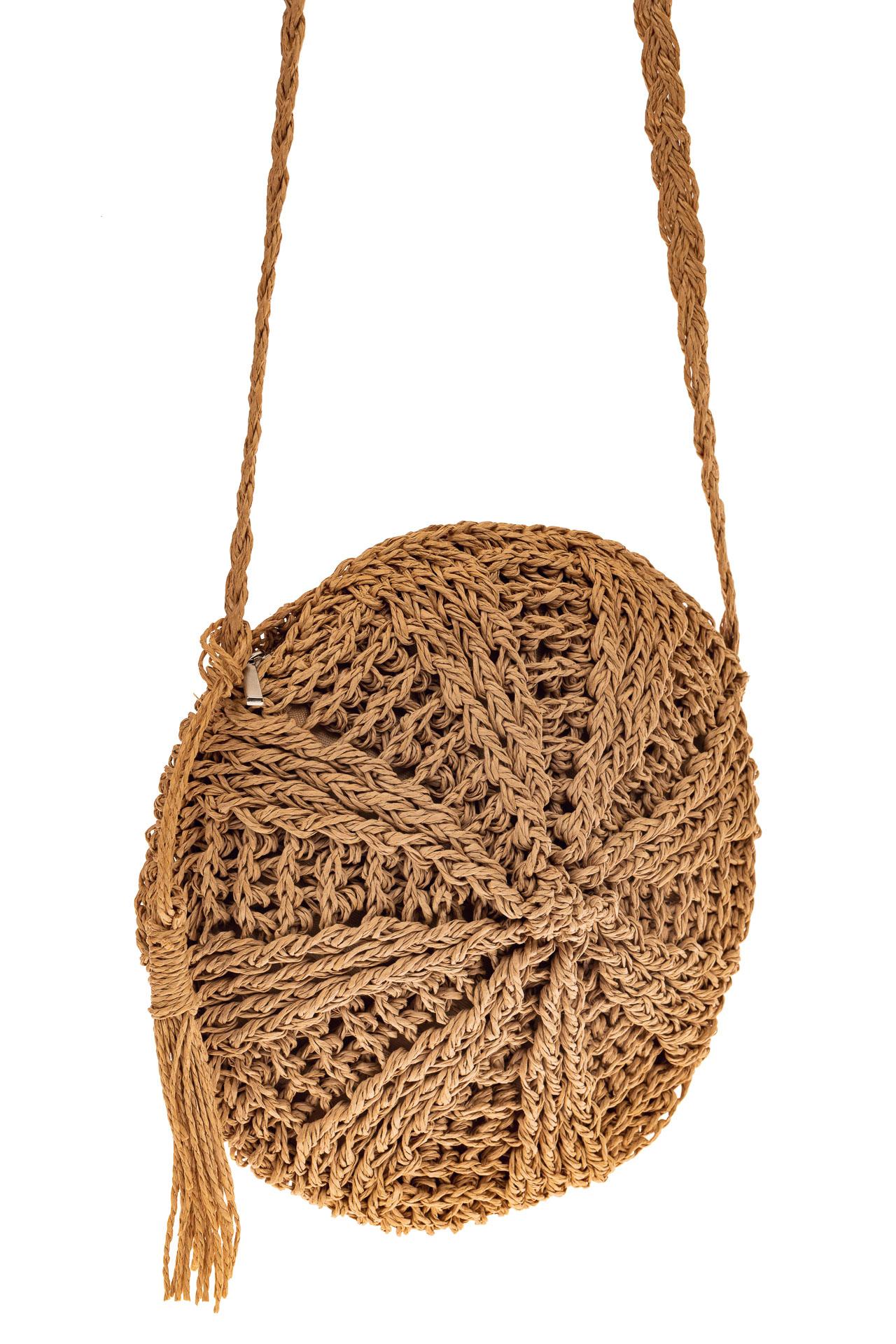На фото 1 - Круглая плетеная женская сумка из джута, цвет крафт