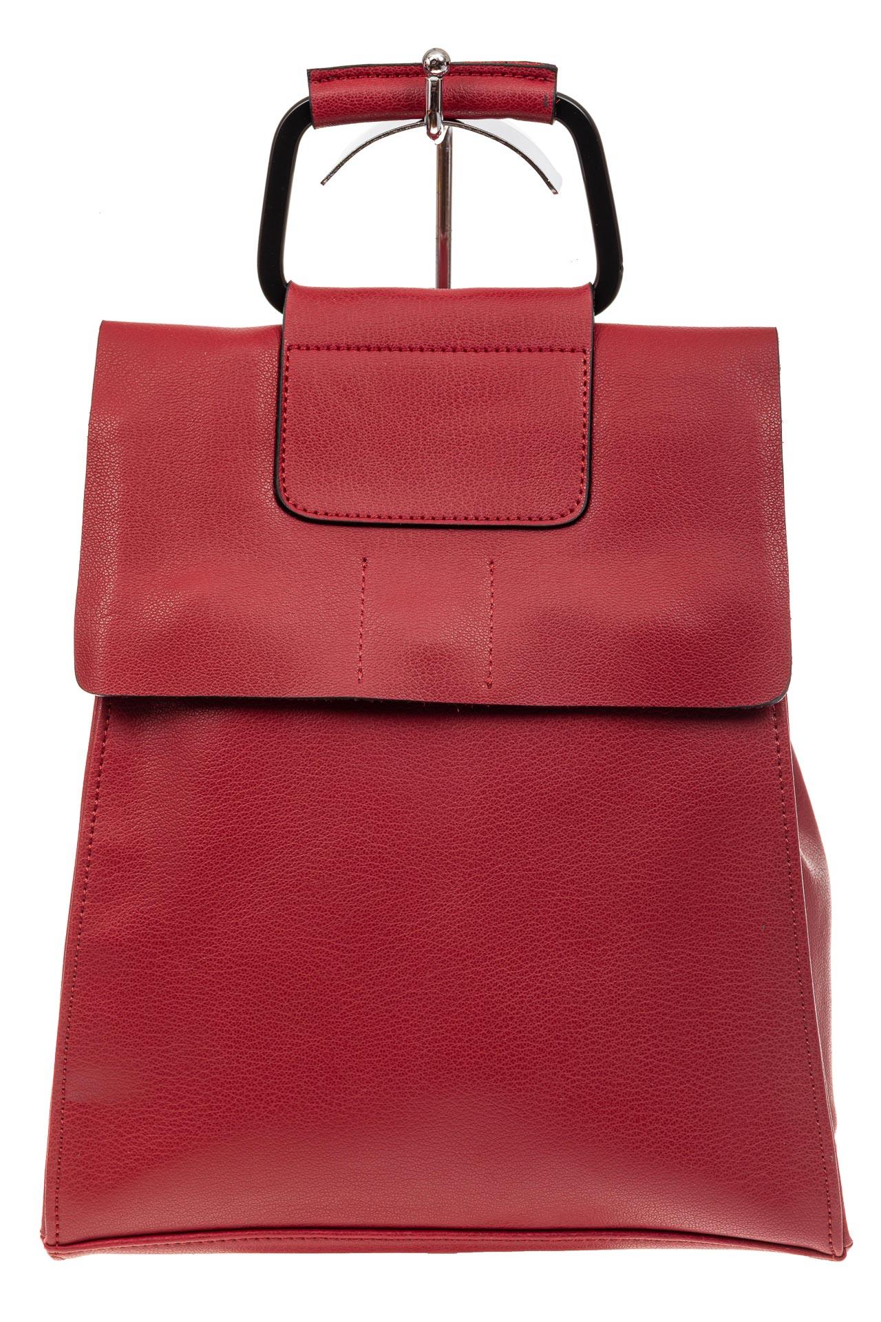 На фото 2 - Женский рюкзак трансформер из натуральной кожи, цвет красный