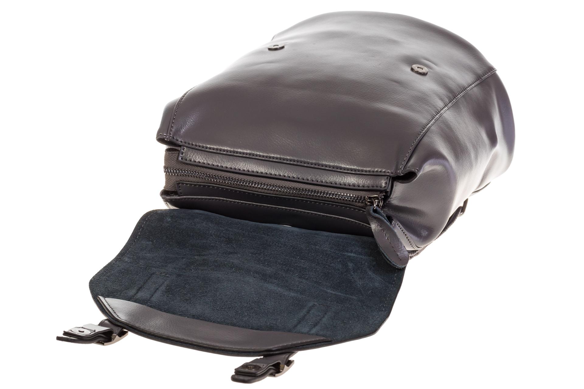 На фото 4 - Женский рюкзак – трансформер из натуральной кожи серого цвета 3005