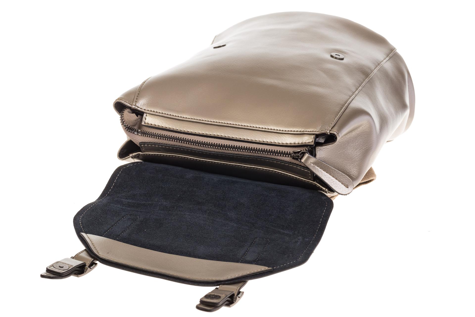 На фото 4 - Женский рюкзак – трансформер из натуральной кожи золотого цвета 3005