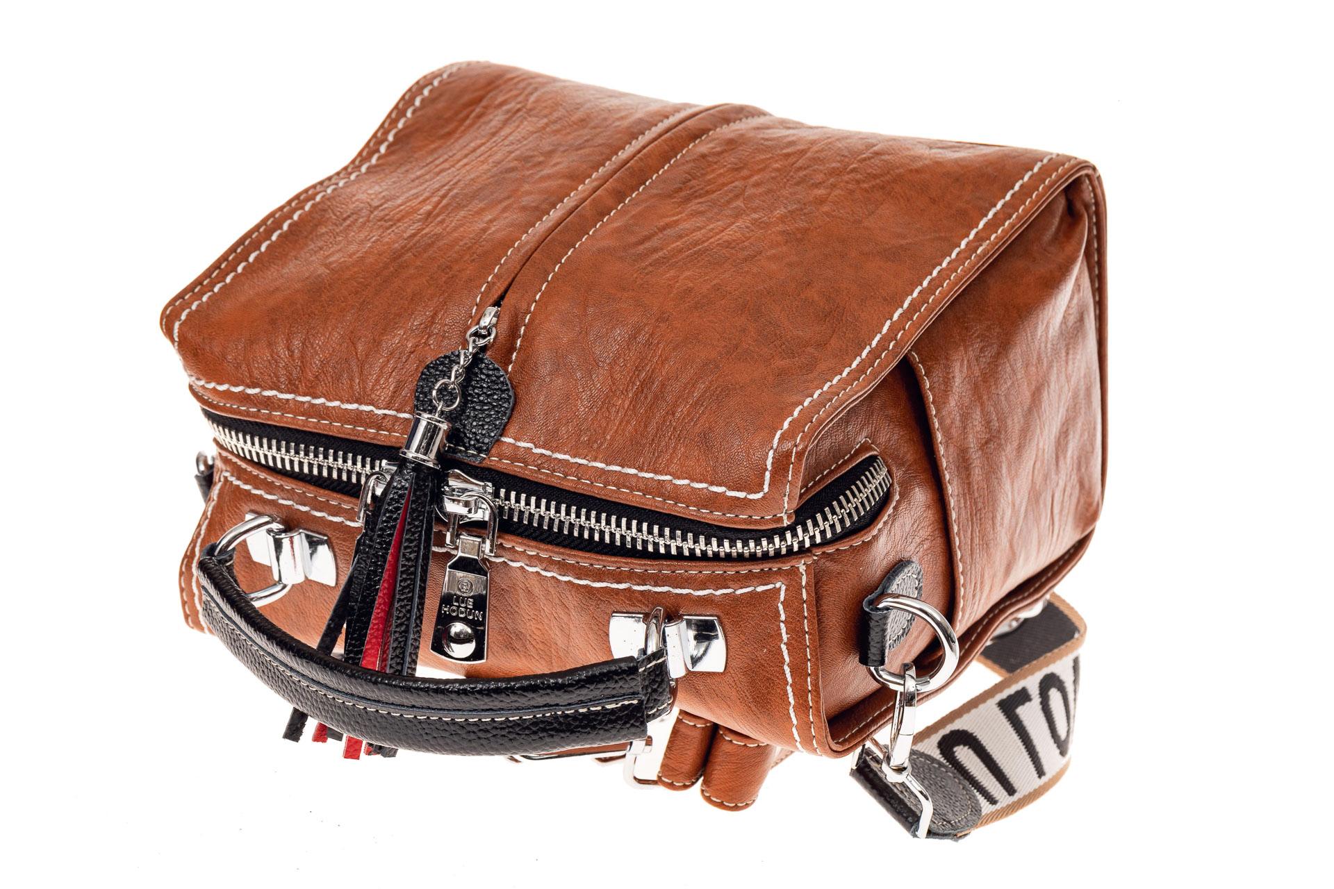 На фото 3 - Сумка рюкзак-трансформер из искусственной кожи, цвет коричневый