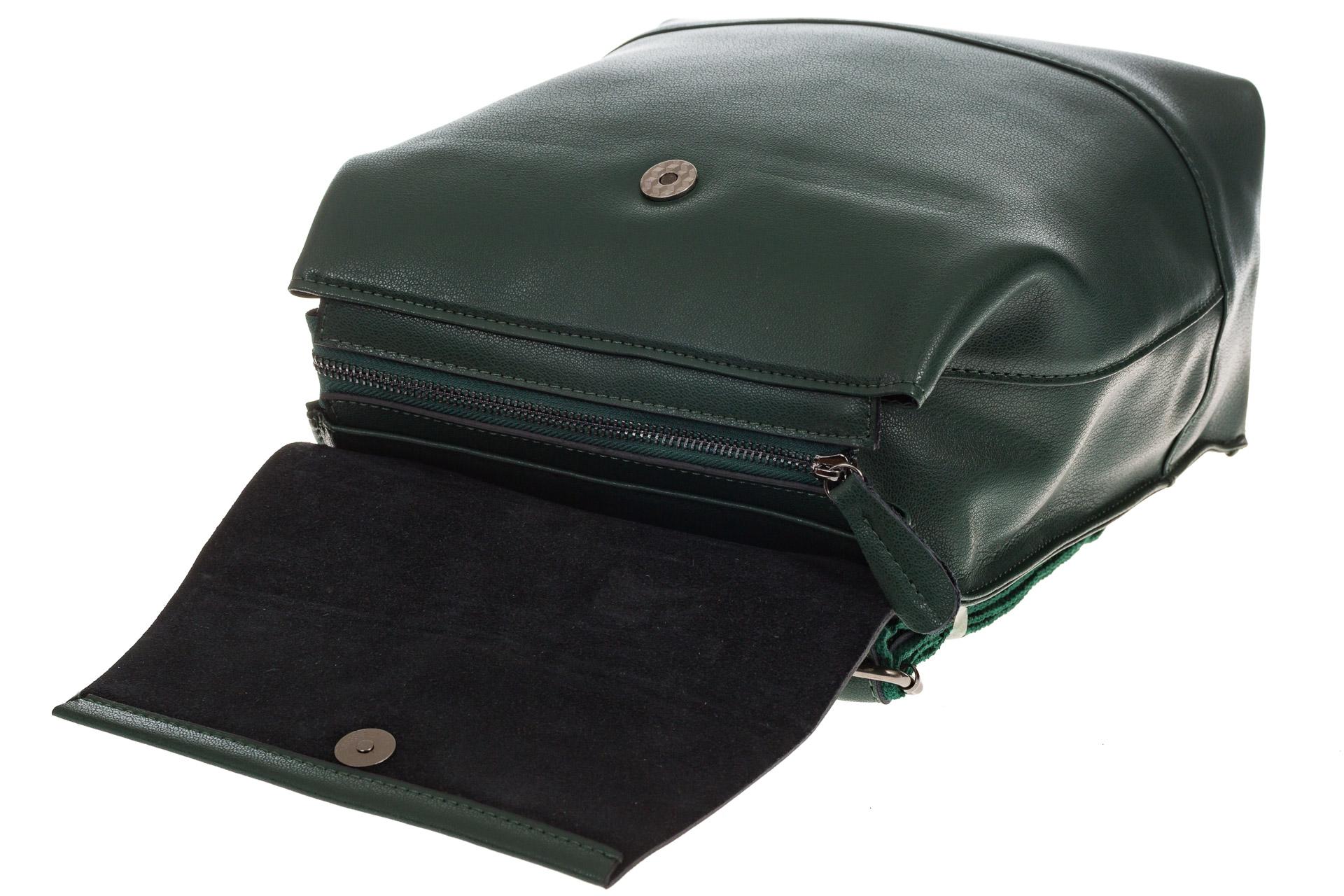 На фото 4 - Зеленый рюкзак-трансформер из натуральной кожи