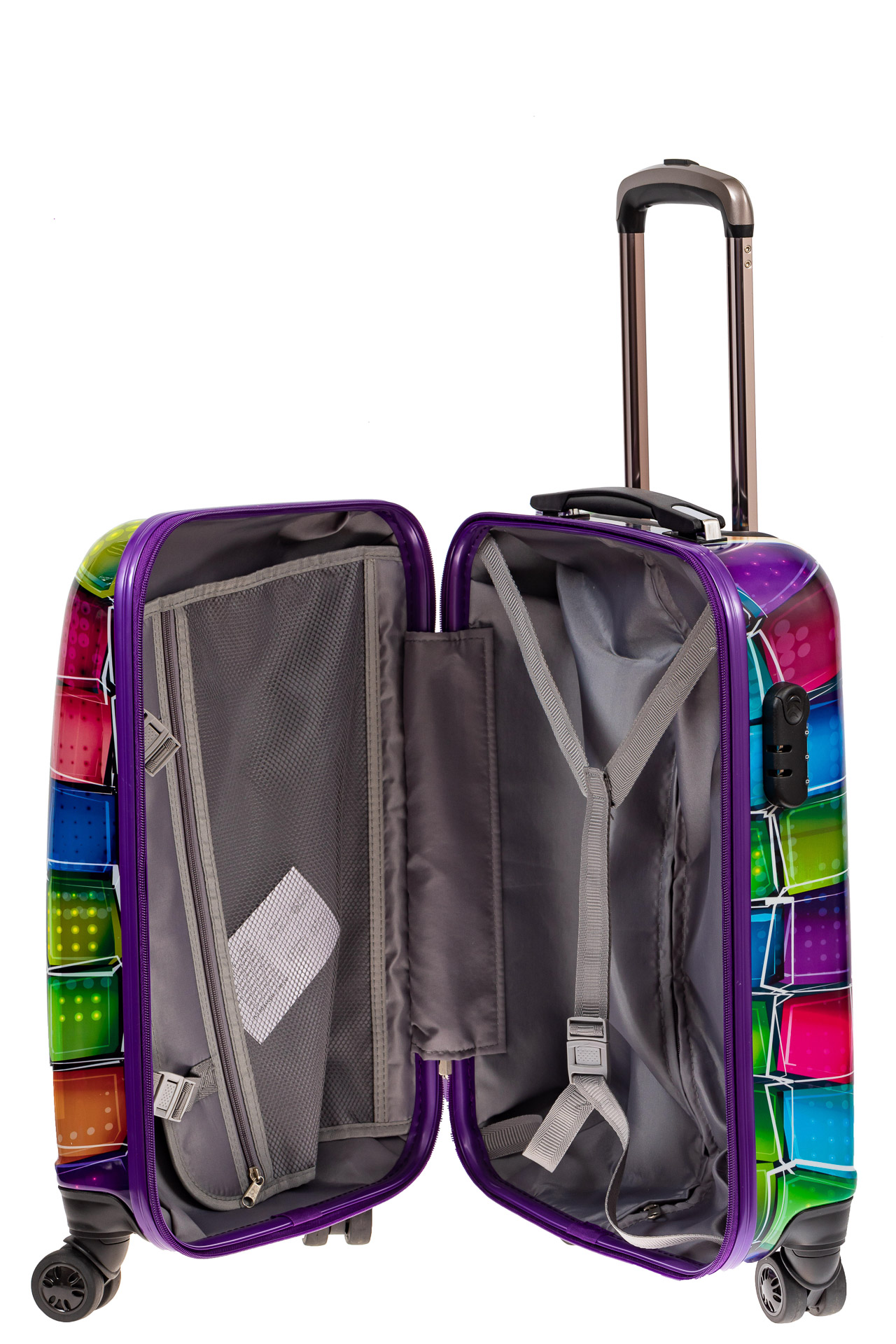 На фото 3 - Небольшой прочный пластиковый чемодан с яркой 3D расцветкой