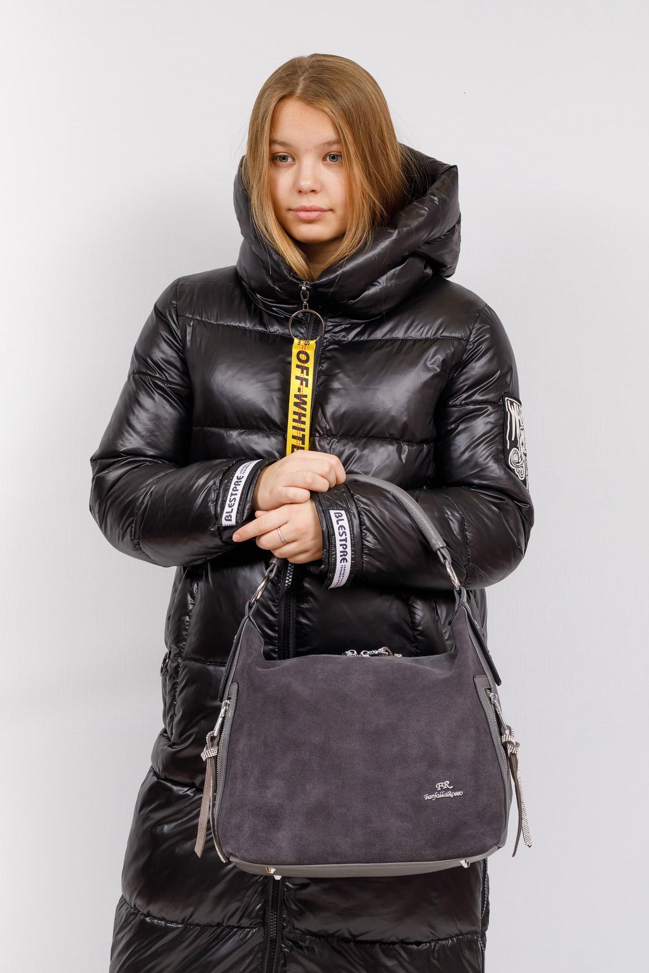 На фото 5 - Комбинированная сумка хобо из искусственной кожи и замши, цвет серый