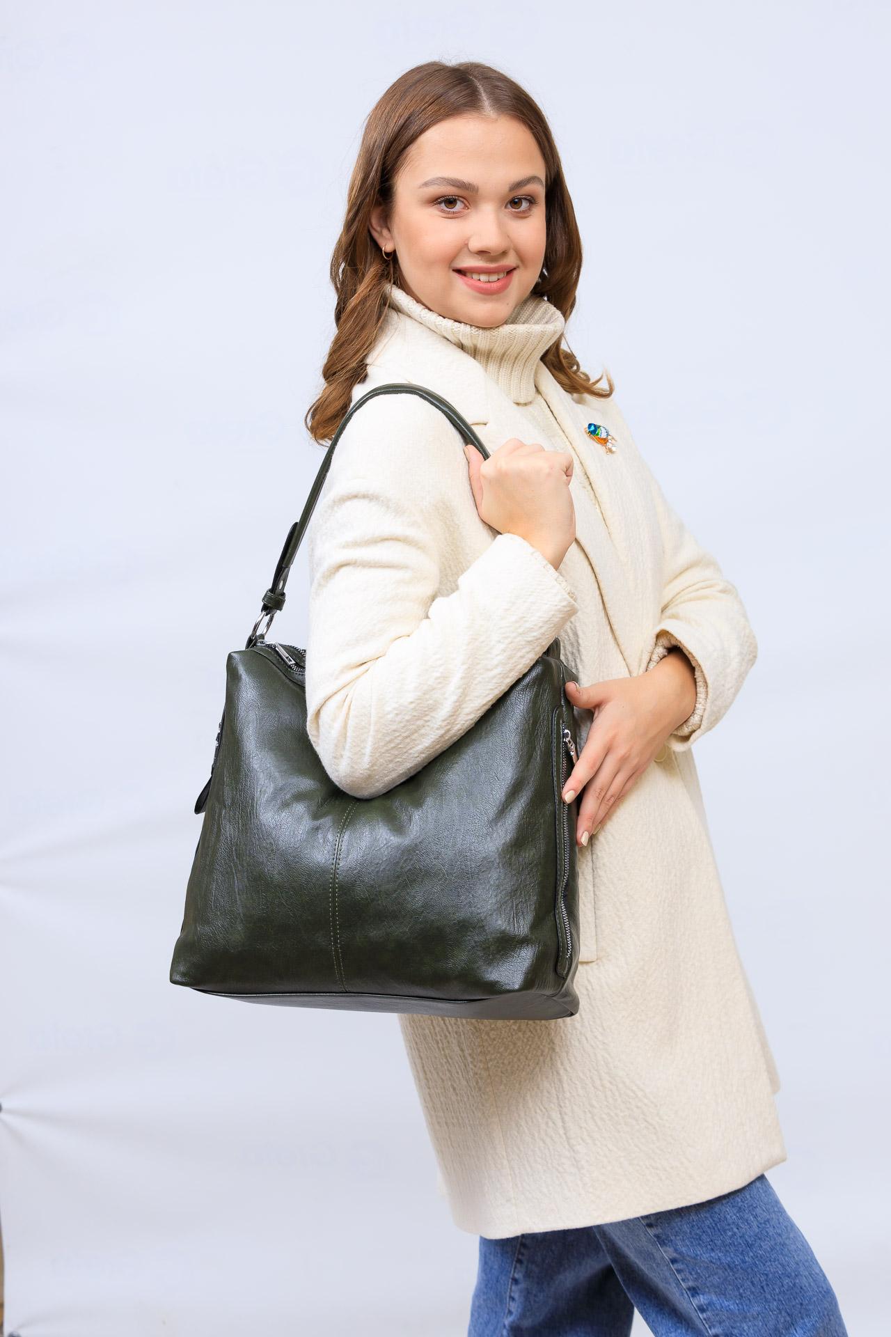На фото 1 - Женская сумка хобо из искусственной кожи, цвет зеленый