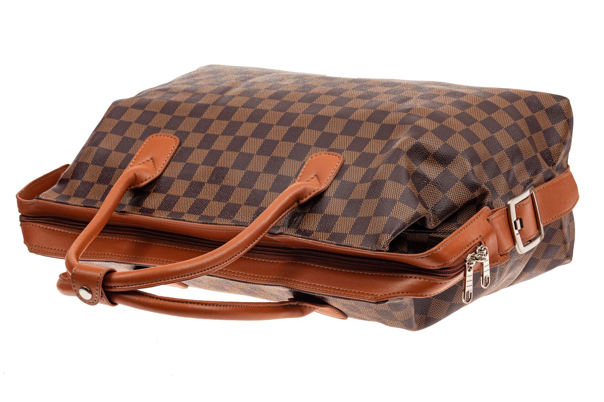 На фото 4 - Багажная сумка саквояж из искусственной кожи, цвет коричневый