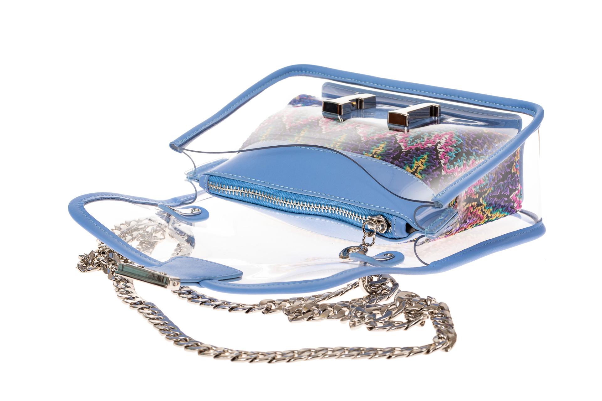 На фото 3 - Яркая и летняя кросс-боди из прозрачного винила, цвет голубой
